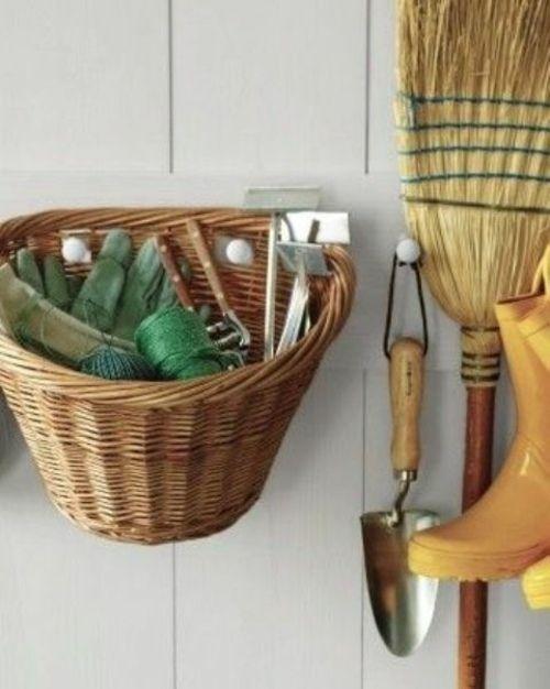 Abri jardin quelques idées pratiques pour le rangement Front