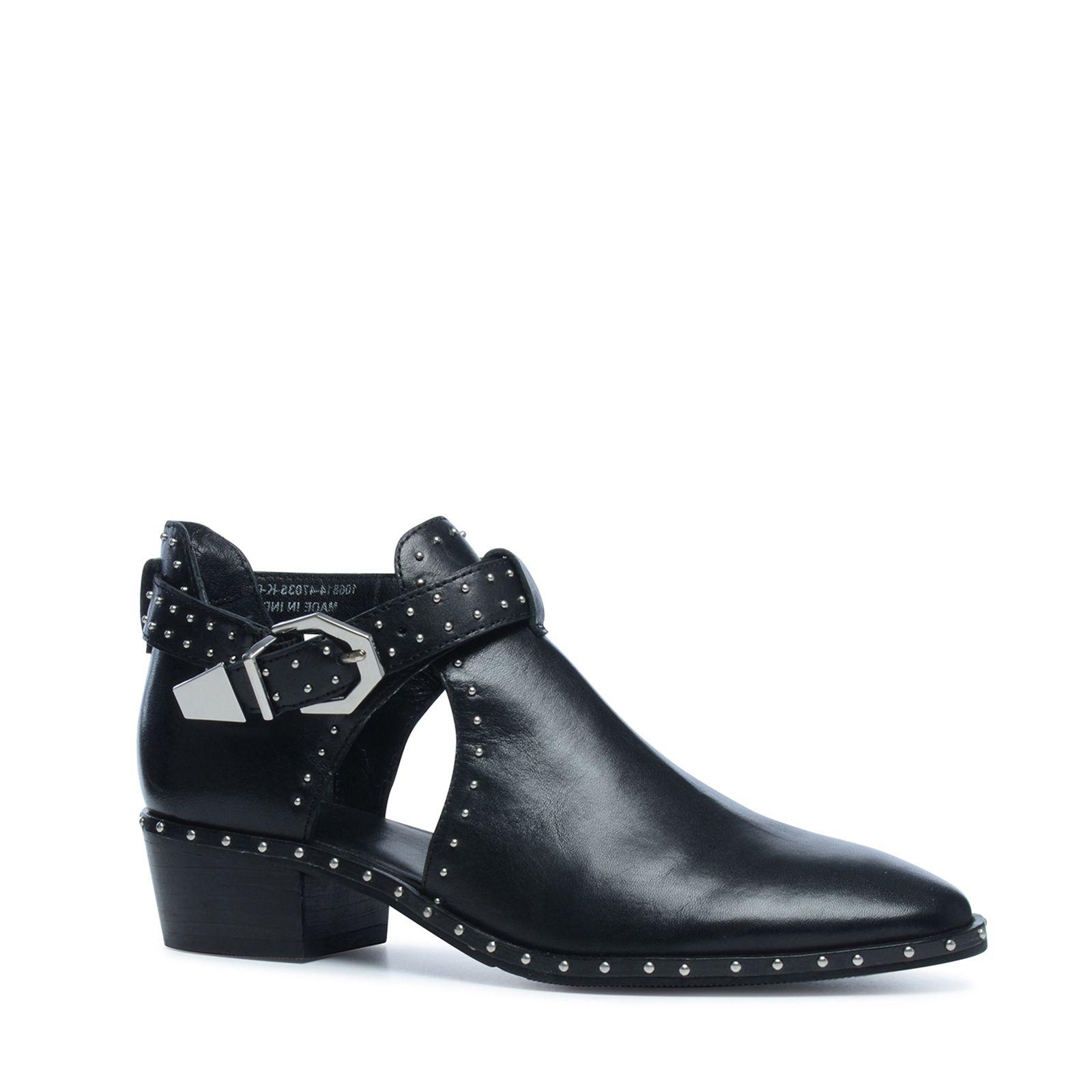 ff83385176d Zwarte cut out boots met studs - Dames | MANFIELD | Schoenen - Boots ...