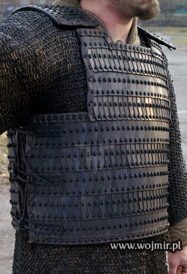 iron lamellar armour 002.JPG 650×953 pixels