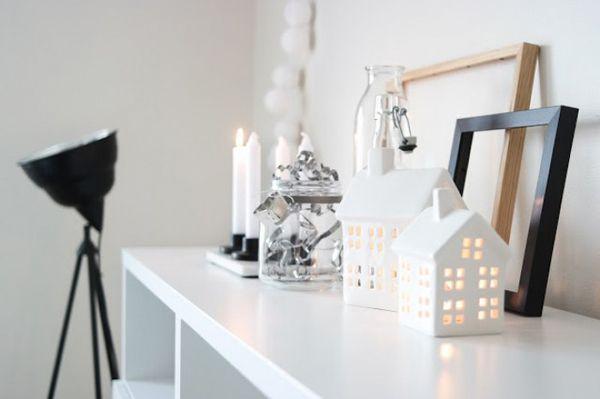 Kaarsjes In Huis : Kaarsjes in witte huisjes met zwarte vloerlamp candles kaarsjes