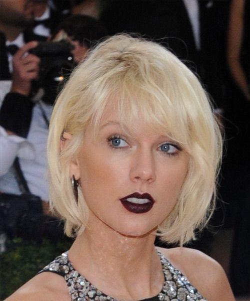 Taylor Swift Short Straight Light Platinum Blonde Bob Haircut With Side Swept Bangs Chin Length Hair Platinum Blonde Hair Color Platinum Blonde Hair