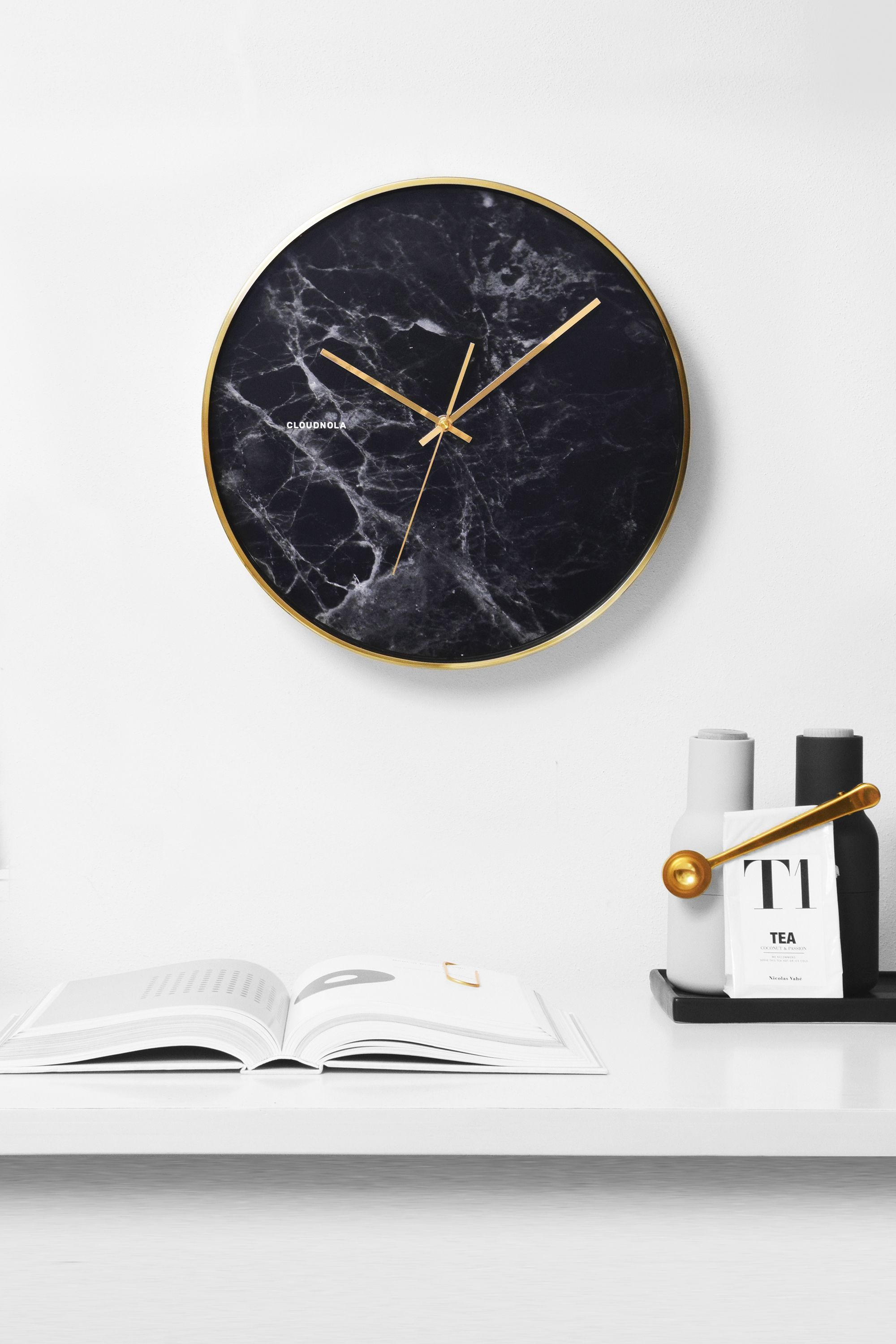 Structure black marble clock with golden case by cloudnola for Minimalistische wohnungseinrichtung