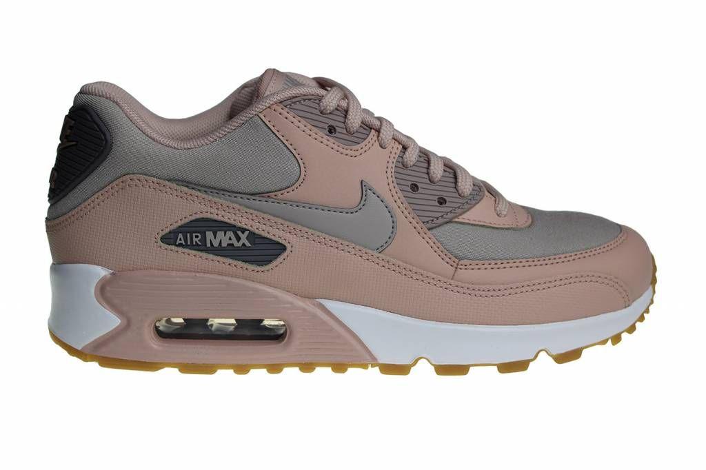 best service a00ee e7bf7 Nike Wmns Air Max 90 voor dames. Uitgebrachte in de zachte kleuren crème,  mosgroen en wit. Deze dames sneakers hebben een bruine gum zool.