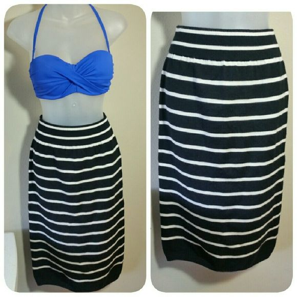 STRIPED WOOL SKIRT Black n cream striped Stretches  Like new GAP Skirts Pencil
