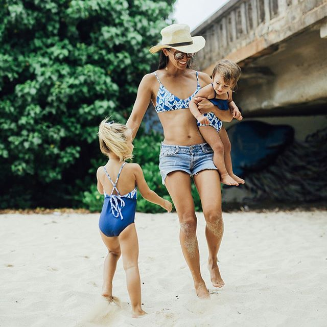 Hope you are enjoy your Sunday!  We love nothing more than seeing your SOL BAMBINO piccies. So make sure you tag is in yours! #solbambino @corinnegold enjoying beach time with her little rascals...