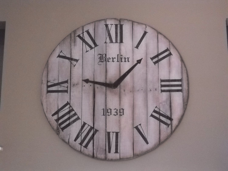 une horloge en bois de palettes recycl es diy a tester pinterest horloge en bois horloge. Black Bedroom Furniture Sets. Home Design Ideas