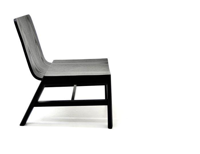 Abrazo chaise et repose pied par Andrés Lhima