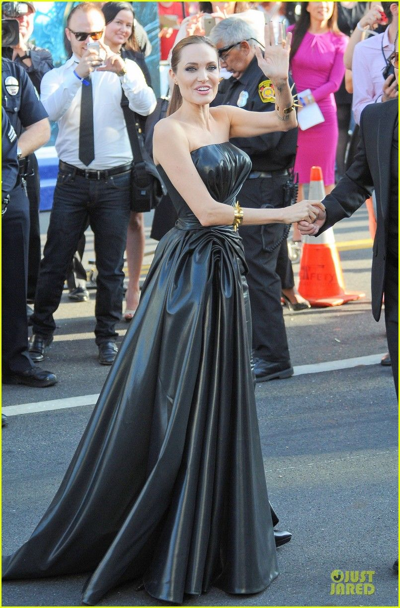 Angelina Jolie Is Brad Pitt S Maleficent At Hollywood Premiere Leather Dresses Dresses Celebrity Dresses