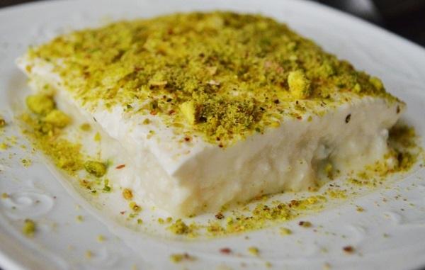طريقة عمل حلى السميد بالحليب طريقة Recipe Eid Dessert Recipes Middle Eastern Desserts Egyptian Desserts