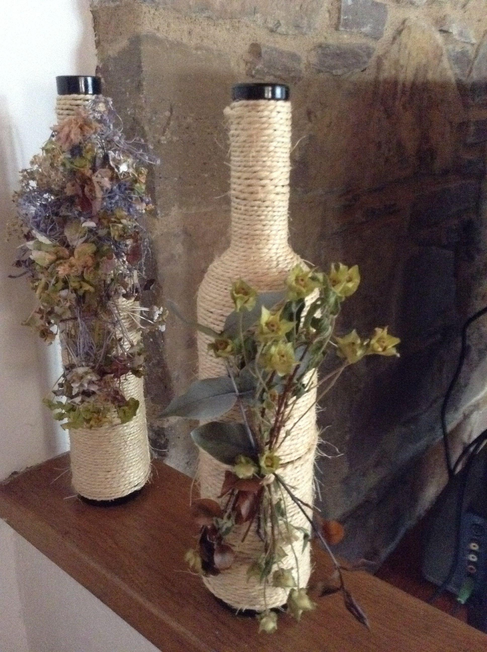 Botellas de vino con cuerda y flores secas botellas y - Plantas artificiales para decorar ...