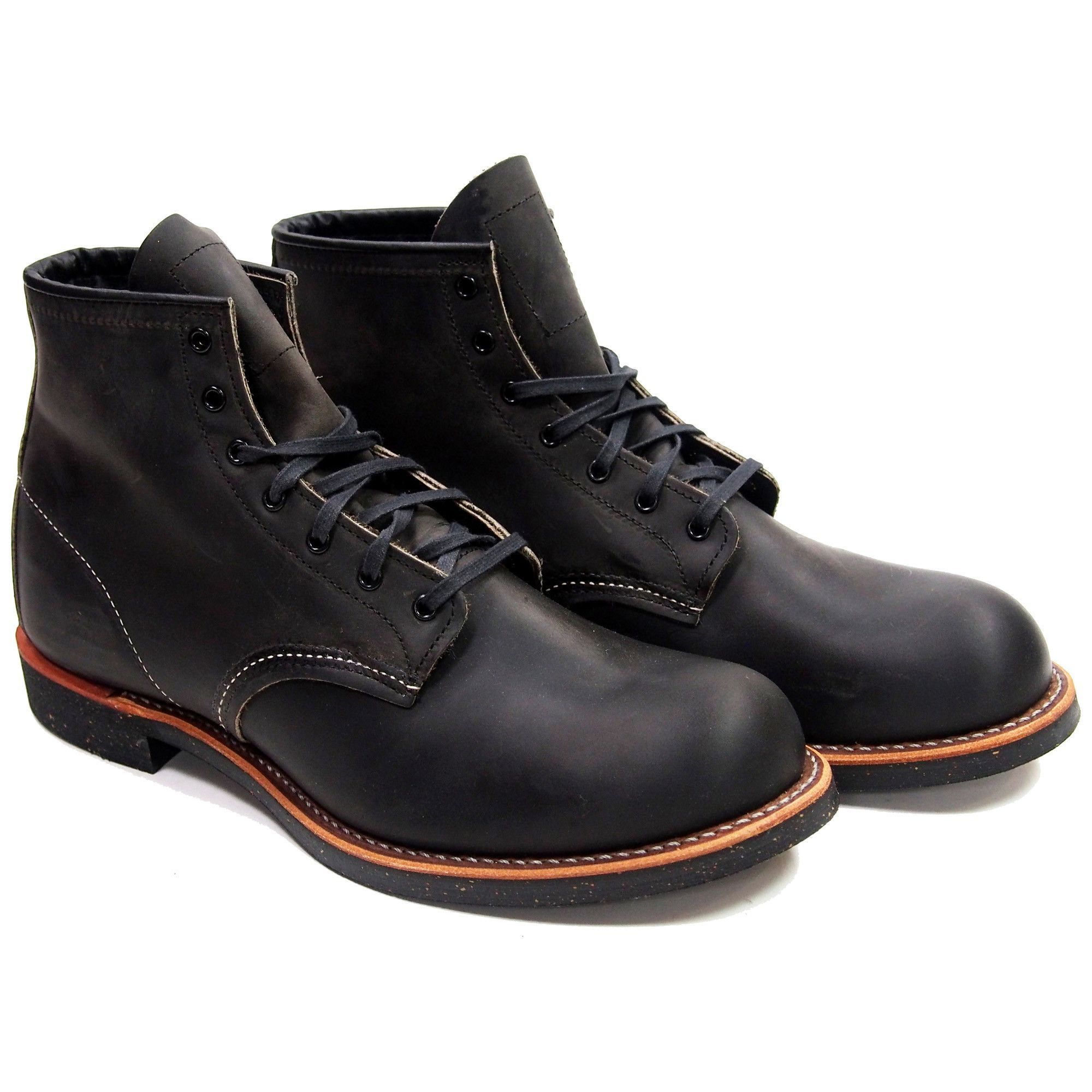 STYLE NO. 3341 : BLACKSMITH Famous for its clean lines, simple construction and classic round toe styling, the 3341 features Charcoal Rough & Tough leather, a Vibram® 430 Mini-lug outsole, triple stit