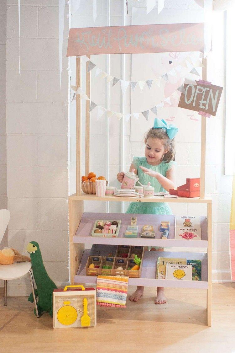 kinder kaufladen aus holz mit wimpelketten kinderzimmer pinterest kinder kaufladen. Black Bedroom Furniture Sets. Home Design Ideas