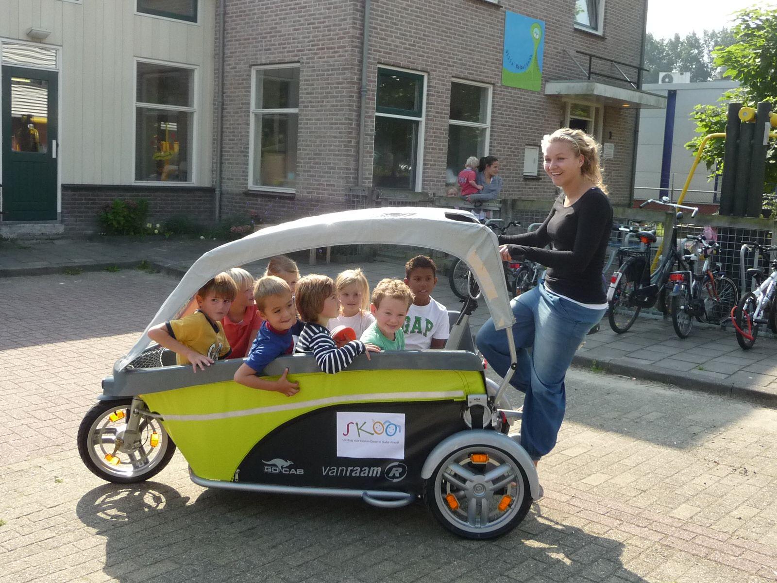 plus de 9000 euros pour ce triporteur 8 places enfants fietstaxi le prix d 39 une. Black Bedroom Furniture Sets. Home Design Ideas