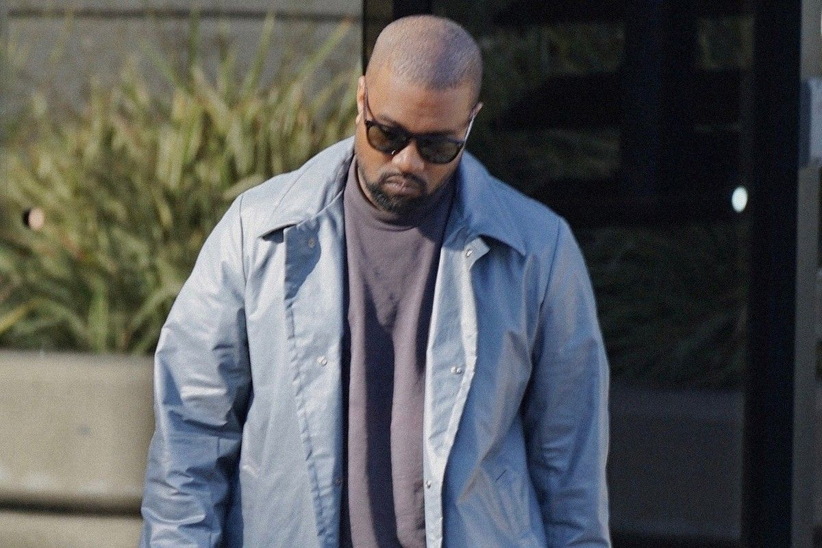 See How Kanye West Predicted 2014 S Fur Trend 1990s Fashion 1990s Fashion Trends Kanye West Outfits