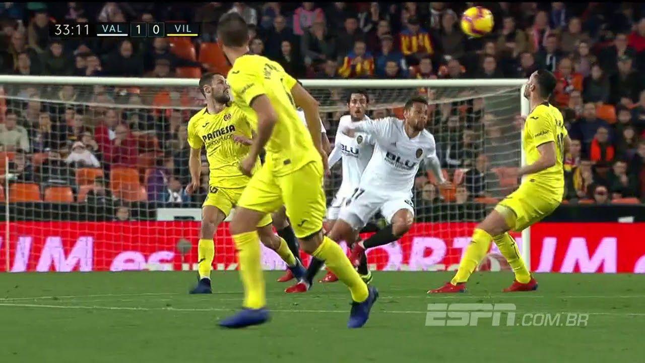 La Liga Coquelin Do Valencia Da Dois Chapeus Seguidos E Brinca Com Youtube Soccer Field Soccer