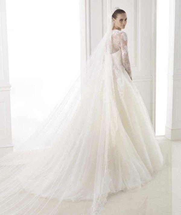 pronovias-wedding-dresses-22-06102014nz