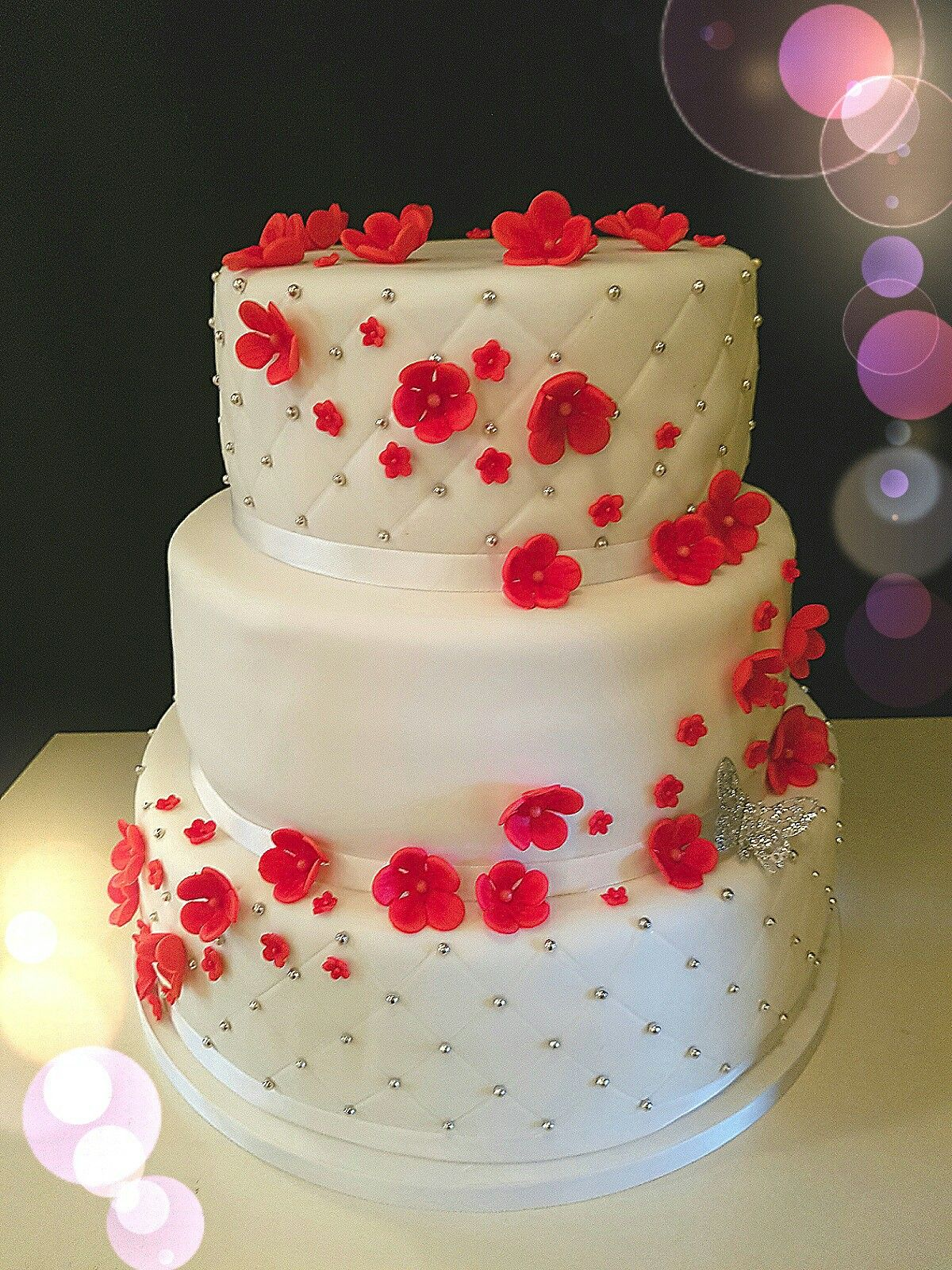 Weddingcake with red flowers and silver butterfly bruidtaart met