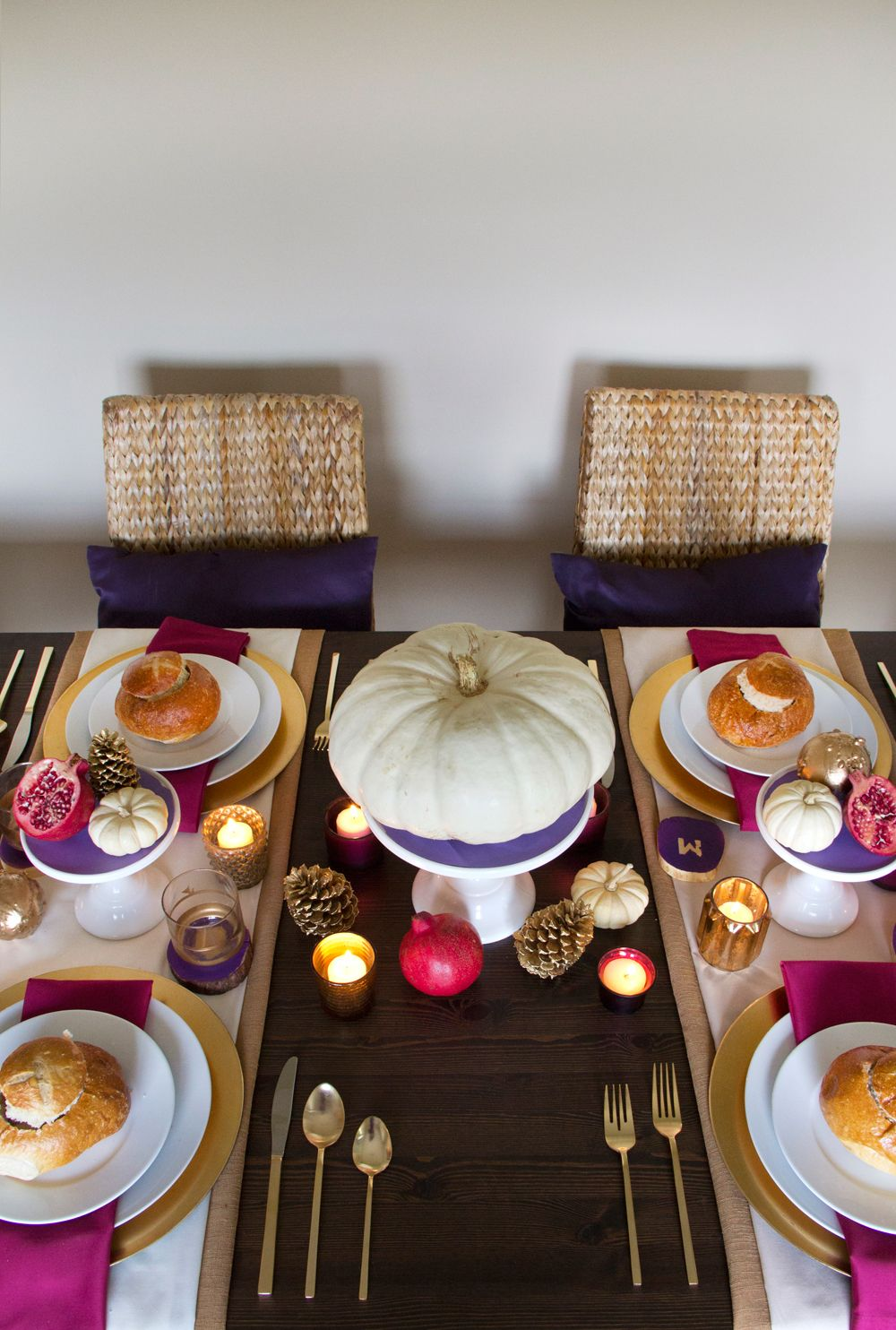 Golden Thanksgiving table setting ideas from Confetti Pop on The Sweetest Occasion & Golden Thanksgiving Table | Thanksgiving table settings ...