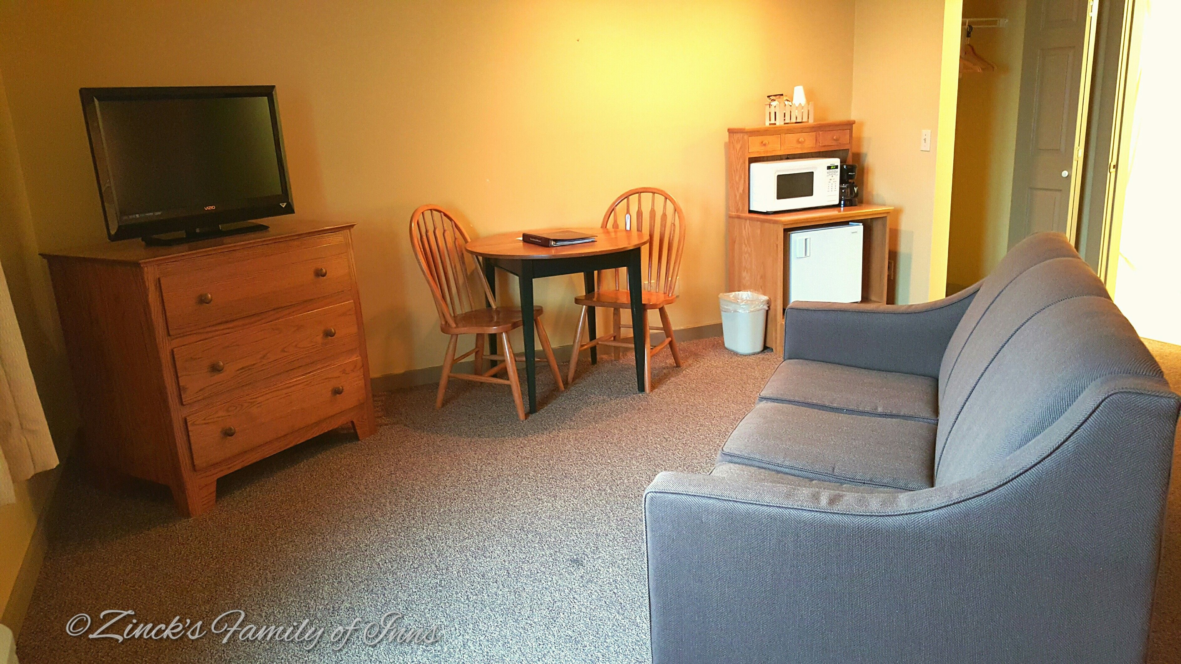hotels berlin of comfort reservations ohio suites general oh comforter township rd