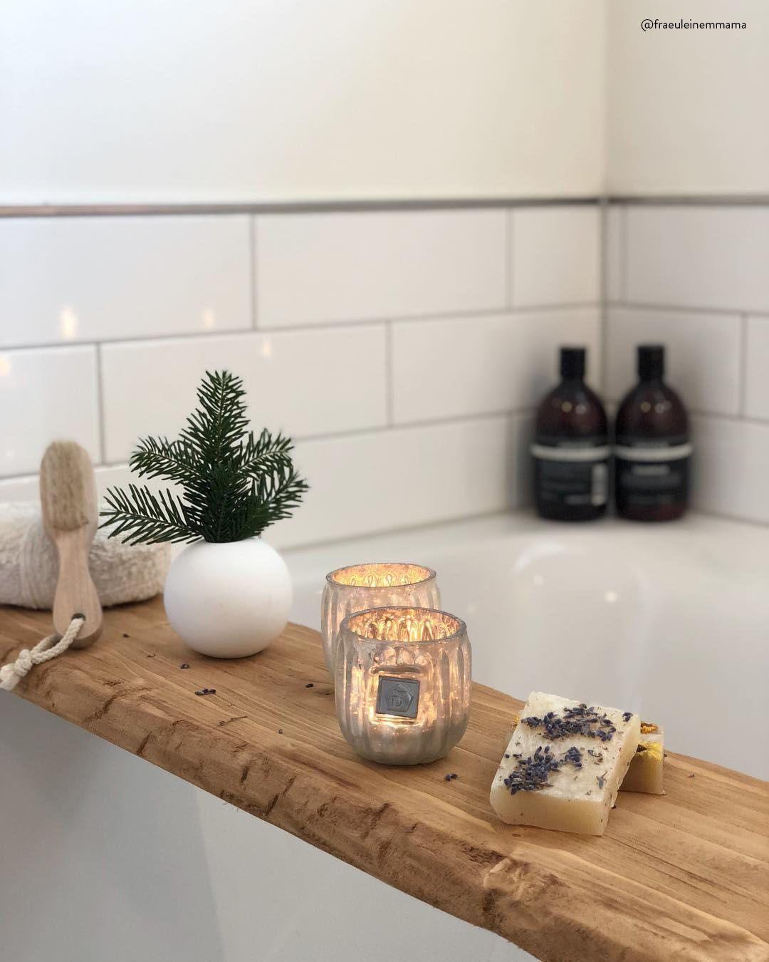 An kalten Wintertagen gibt es nichts Schöneres als ein heißes Bad Stimmungsvoller Kerzenschein sowie die stilvolle Vase Ball sorgen für ein perfektes Ambi...