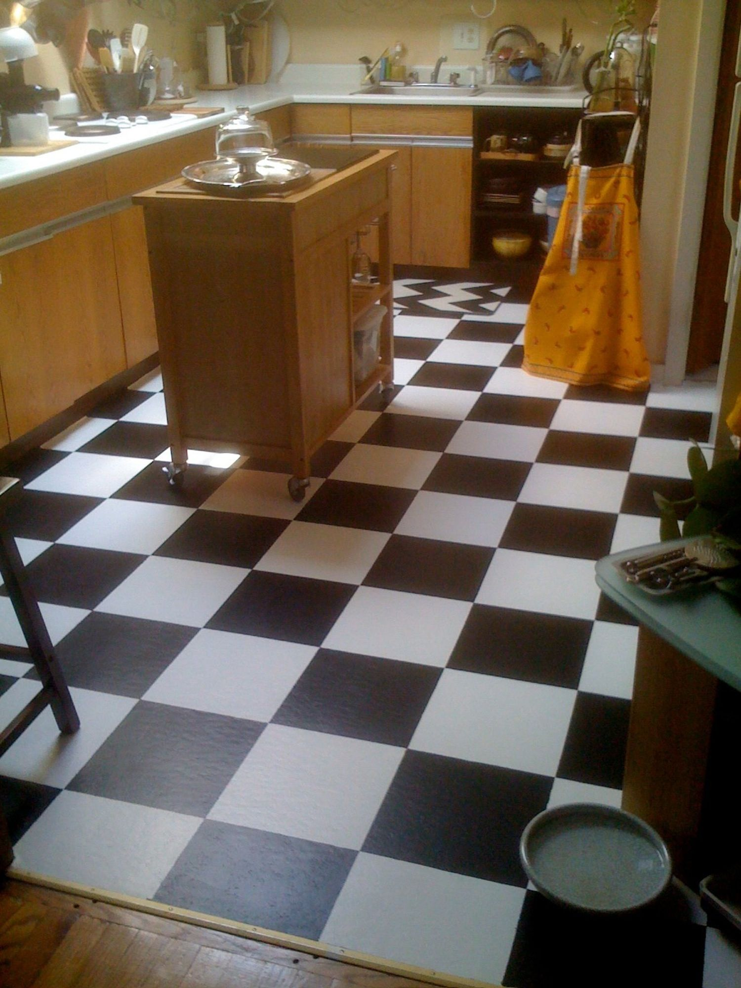 Diy Room Decor How To Paint Over Vinyl Floor Tiles Reno Ideas