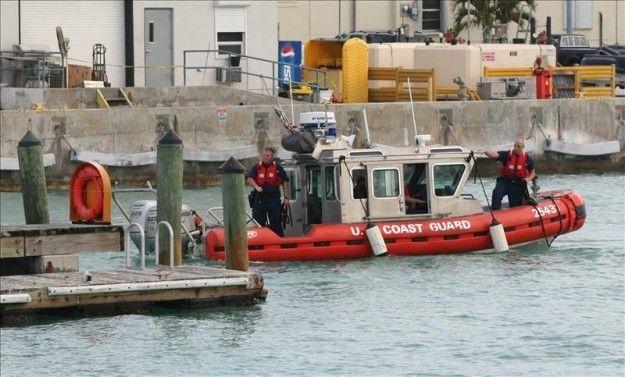 Rescatan a ocho personas de una embarcación que naufragó en la costa de Miami - USA Hispanic