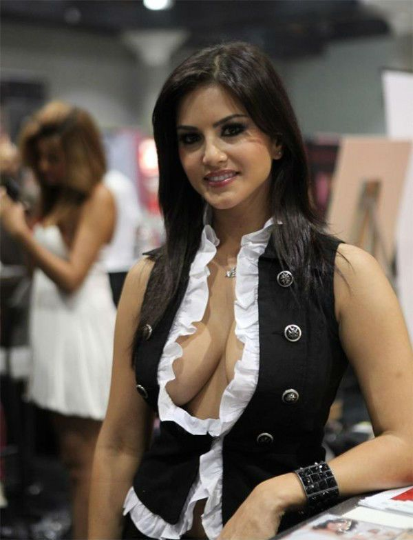Ads On Facebook For Clevage Indian Actress Blue Films Hot Photos News Stories Videos Sunny