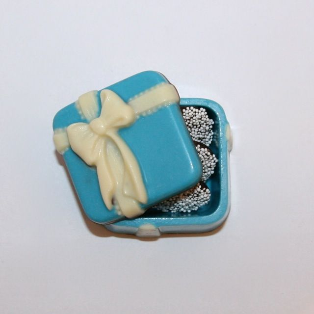 Having a Tiffany themed event?  This elegant edible box from Enjou Chocolat will definitely leave your guests talking, and in a good way! www.enjouchocolat.com