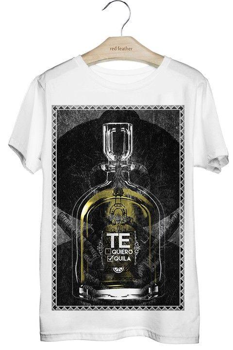 """TEQUILA: Composição de 7% de elastano e 93% do mais puro algodão egípcio. Tecido muito confortável e agradável. Fresco, leve e imbatível. Detalhes da peça: A palavra """"tequila"""" significa """"montanha de fogo"""" e recebeu esse nome devido aos índios """"Tequilis"""" que habitavam a região de Tequila, no México, próximos de um vulcão. Ao fundo uma caveira mexicana, que simboliza vida e afasta os maus espíritos. E aí, """"te quiero"""" ou """"tequila""""?"""