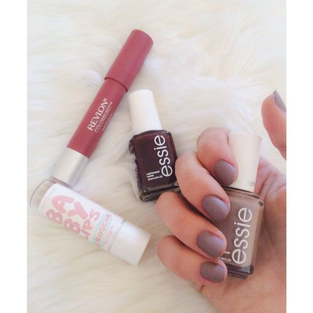 """☁️Matte grey nails and a mini #beauty haul from @walgreens {Comfy in Cashmere-Essie}☁️"""