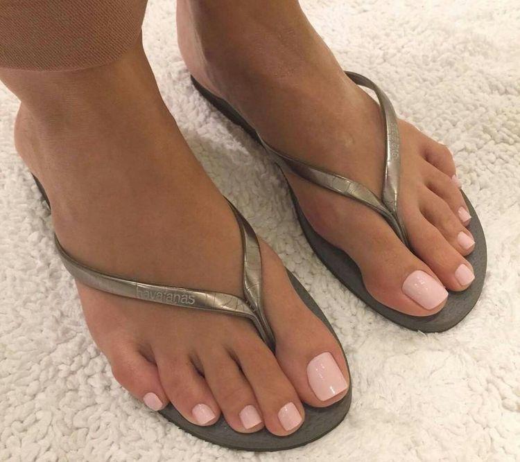 Pin de James en Feet: Sandals | Pinterest | Pies bonitos, Pedicura y ...