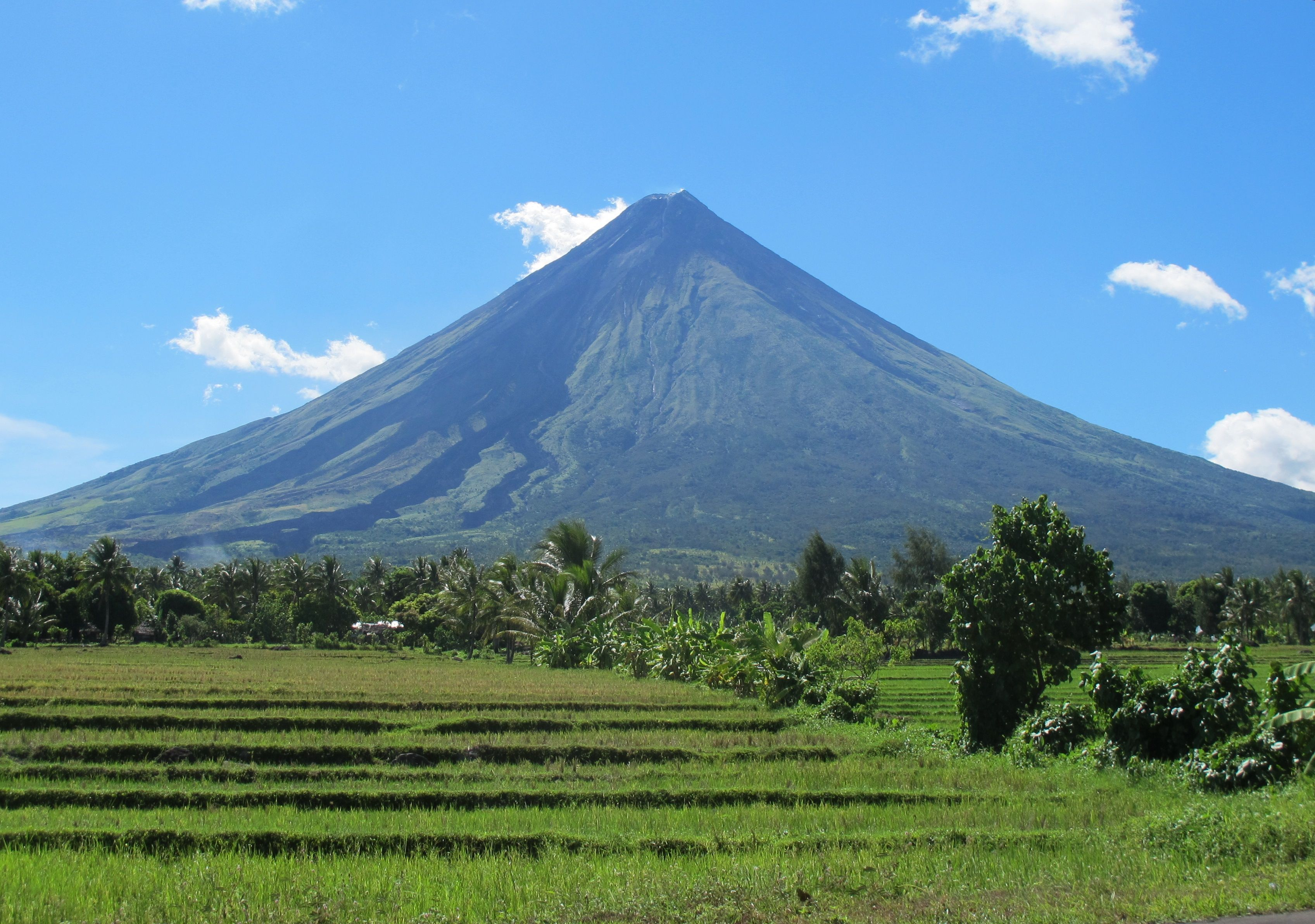 Parque Natural del volcán Mayon, Filipinas | Volcanoes | Pinterest ...