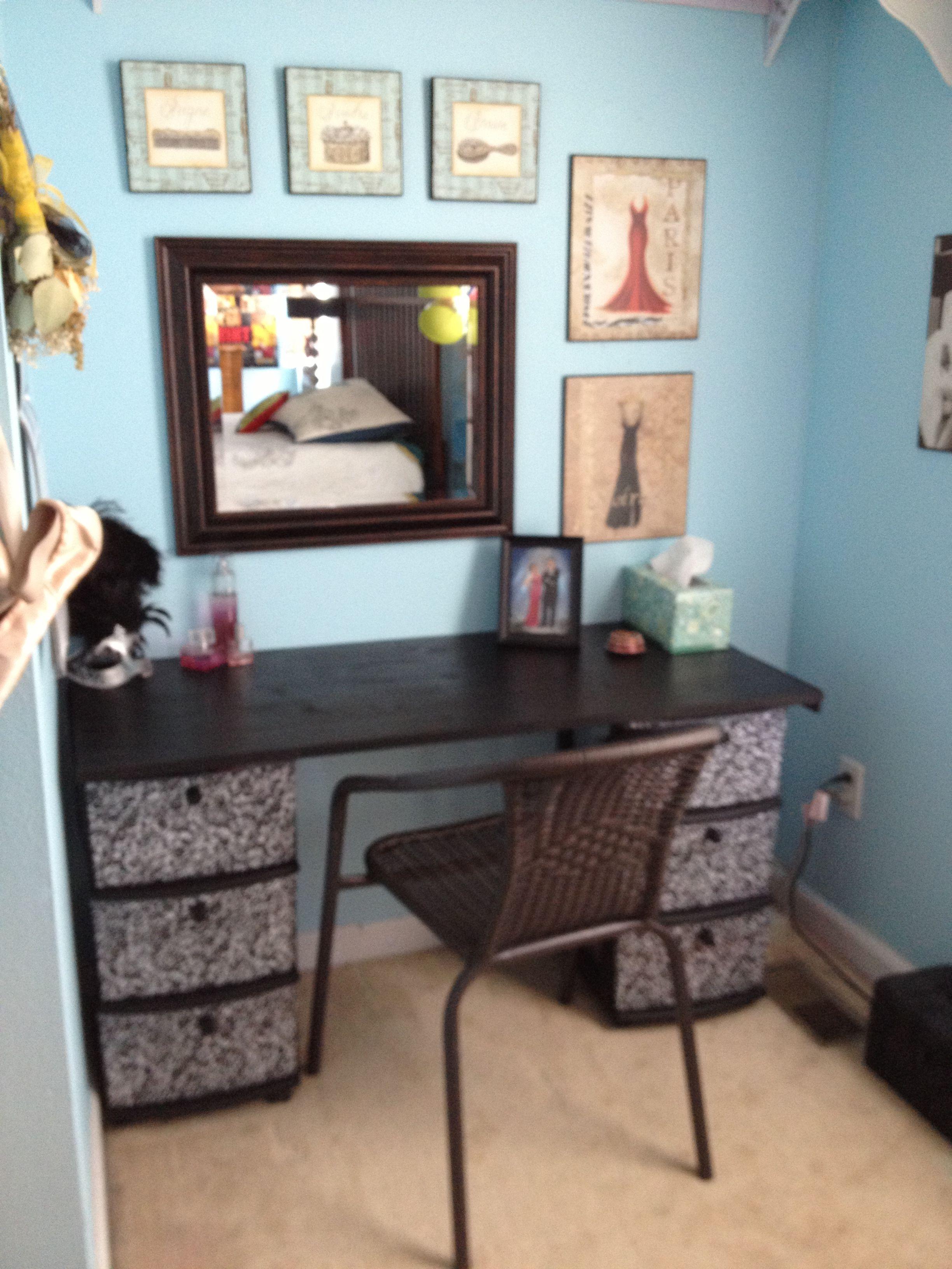 DIY makeup table Home stuff Beauty room decor, Cool