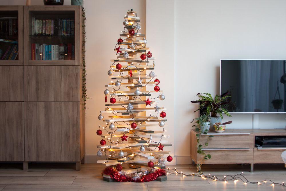 Deze trendy 3D houten kerstboom vloermodel wordt helemaal kant en klaar  geleverd, dus GEEN ingewikkeld bouwpakket. 🎄 Dankzij het handige  draaisysteem is ...