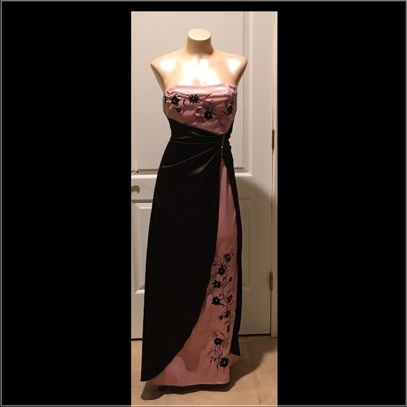 Dress Excellent used condition. Only worn once. Dresses Strapless