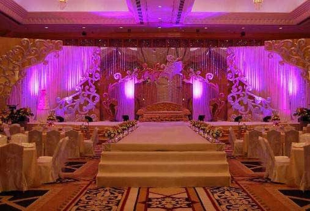 Indian wedding reception decorations wedding decorations for Pictures of wedding venues decorated