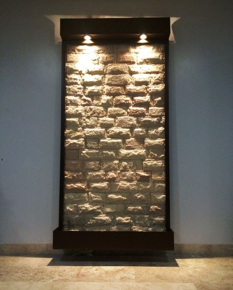 fuente de pared o muro lloron en cantera blanca y acero en color nogal mts