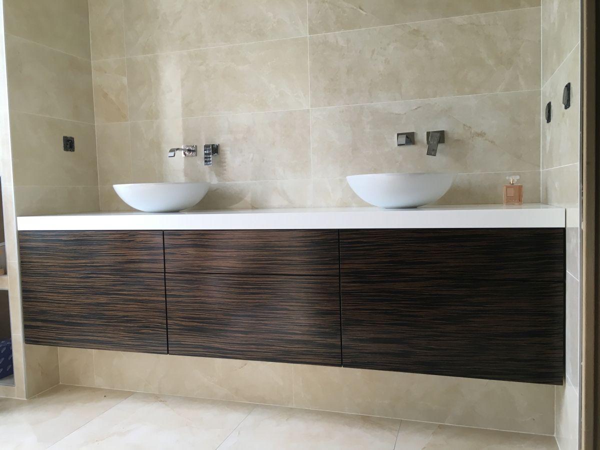 meuble de salle de bain suspendu corian et ebene  Meuble de salle