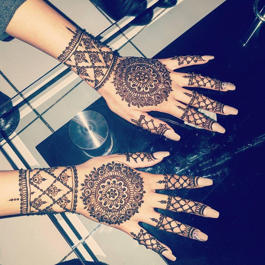 Rose circle henna