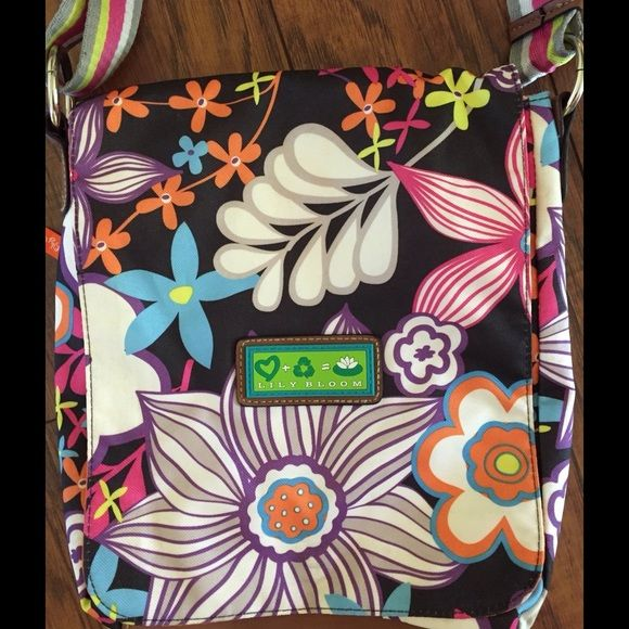Lilly Bloom Crossbody Bag Measures about 10 x 11 inches. Has side pocket inside and another big pocket on the back. Adjustable strap could be used as a cross body bag or would make a great lunch bag. Lilly bloom Bags Crossbody Bags