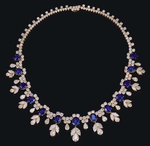 OMG!NAn impressive diamond and sapphire necklace, by Harry Winston. BREATHTAKING!