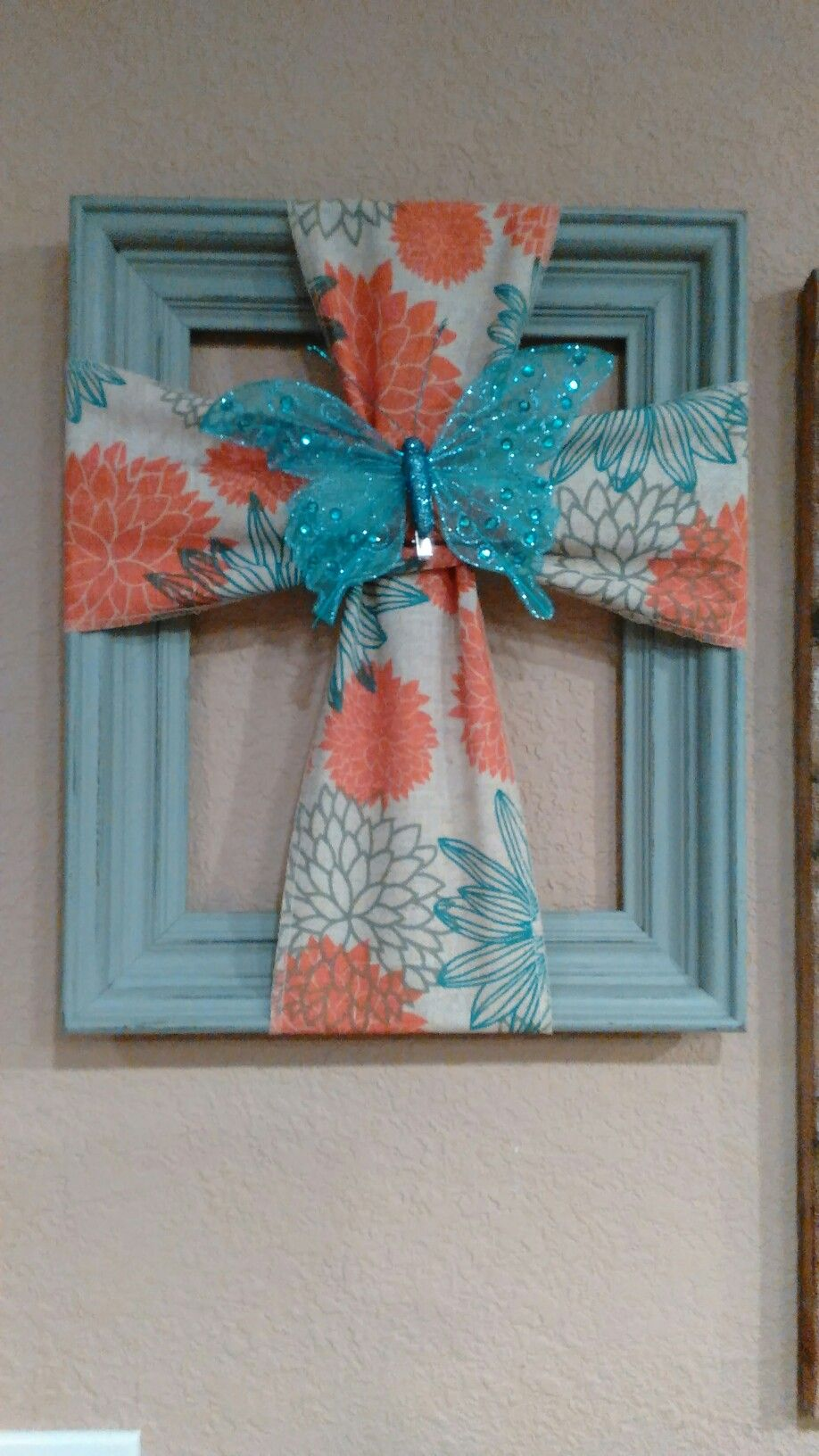Cross made from a old picture frame and burlap craft for Crafts made with burlap