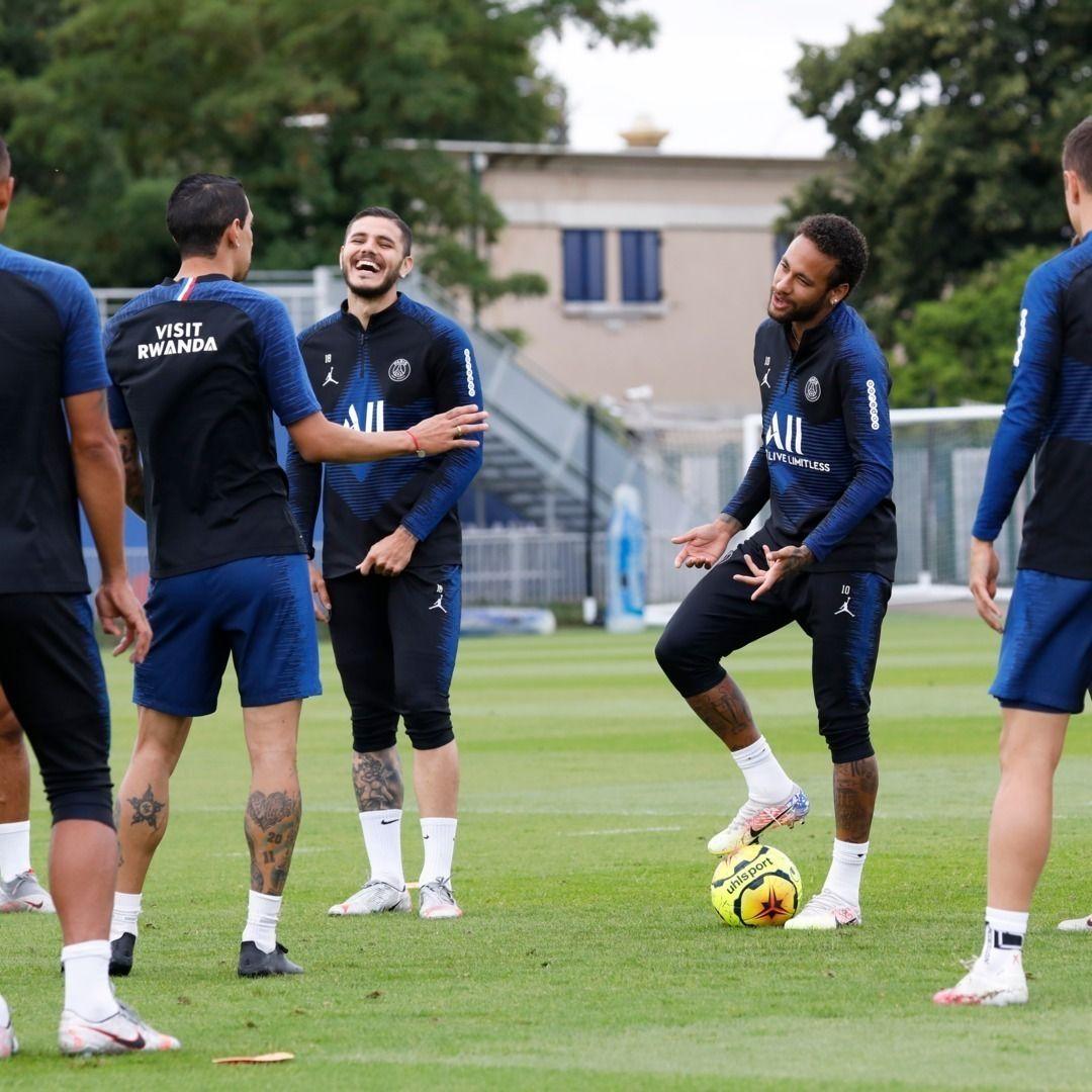"""Im sorry, Angel, for this 10th nutmeg"" 🤣🤣 Neymar"