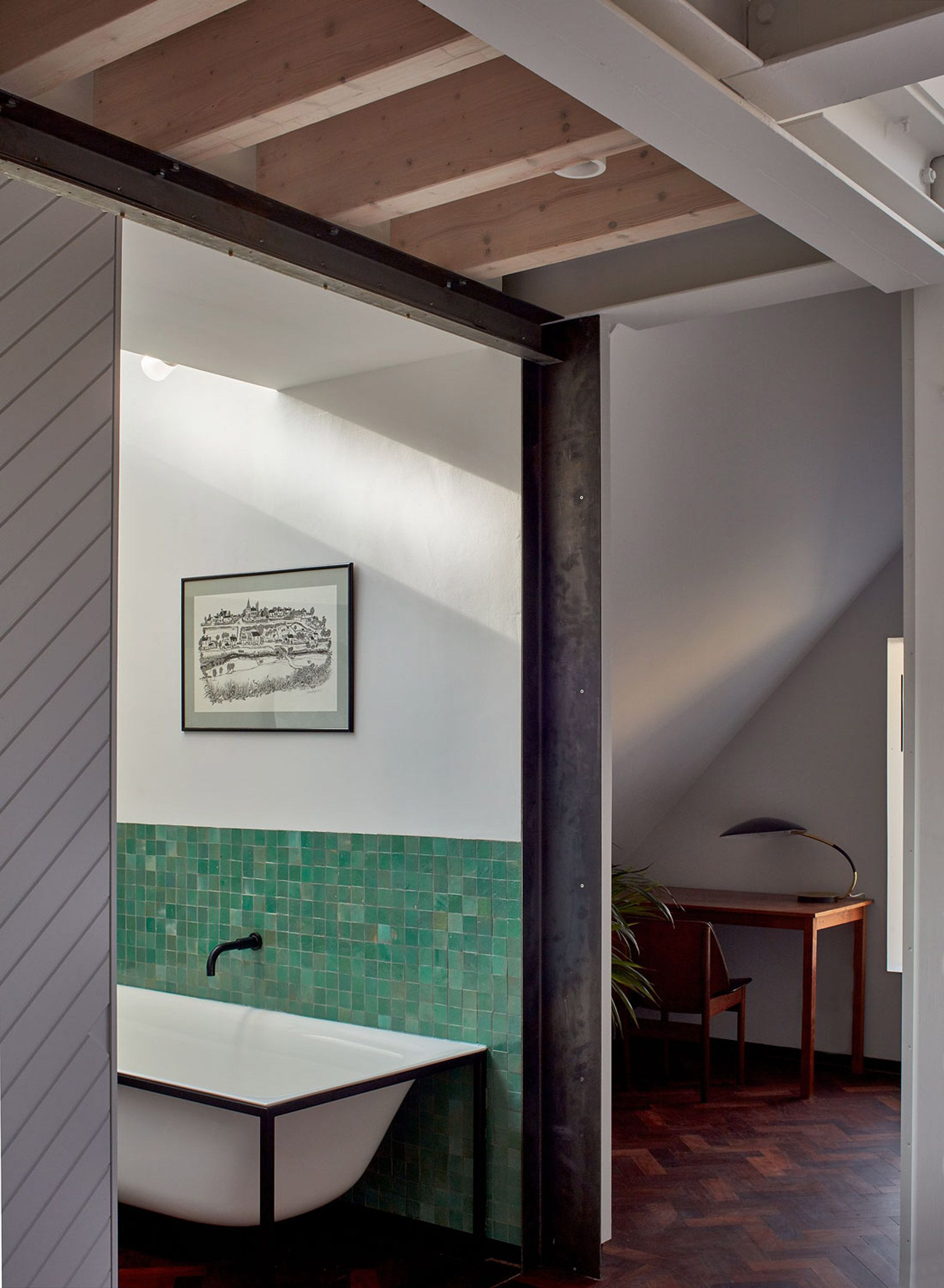 Liddicoat & Goldhill Squeezes Asymmetric Makers House Onto Narrow Plot