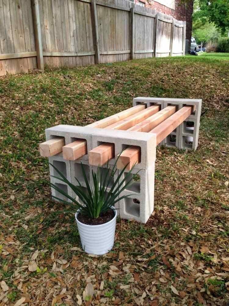 Sitzbank aus Betonziegel und Holzlatten, die sich einfach - k che ohne ger te