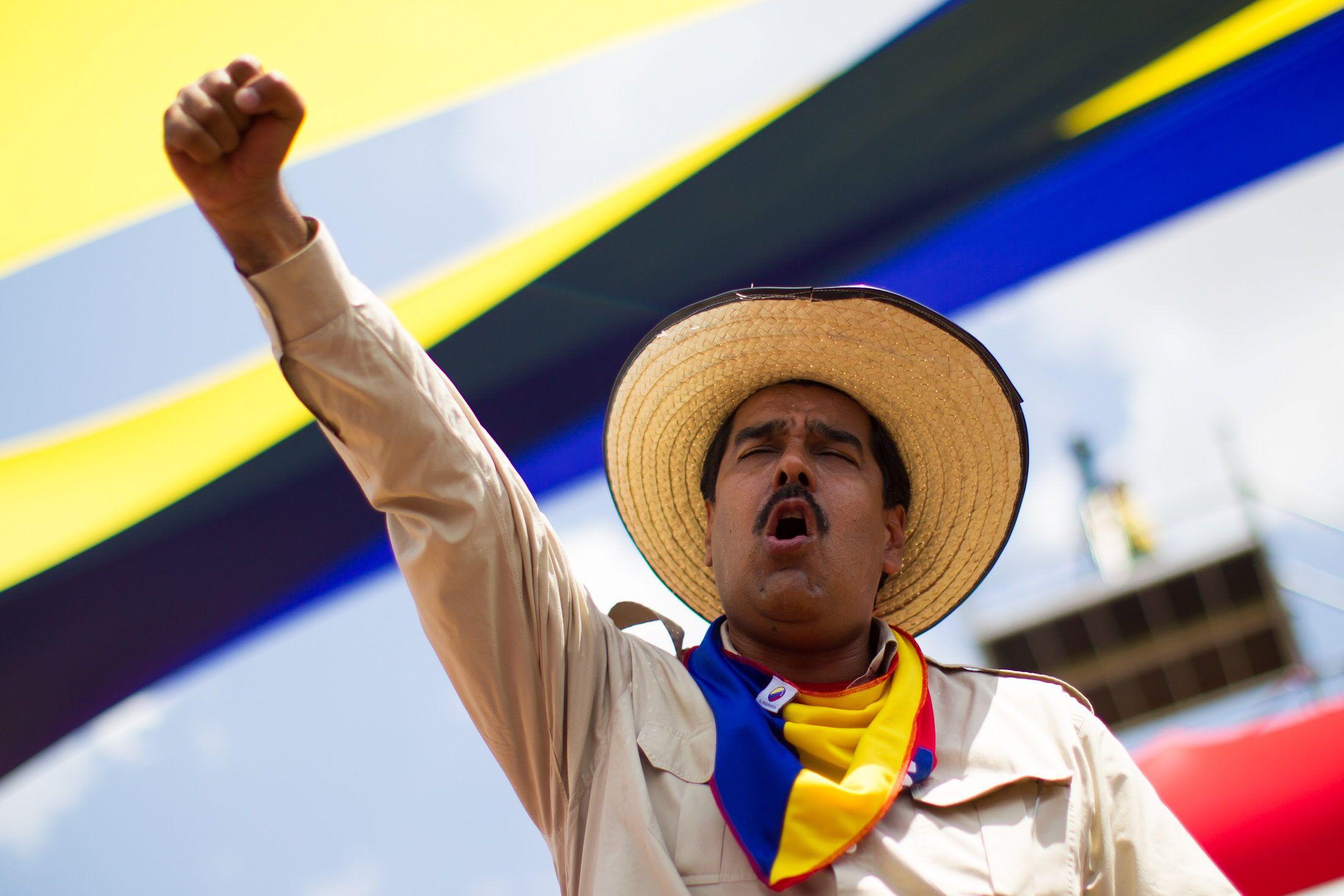 """Desde el 2008 fue creada la Productora y Distribuidora Venezolana de Alimentos, mejor conocida por sus siglas como Pdval. La misma se inauguró con el propósito de acabar con el """"acaparamiento"""". Sin embargo, el tema de la comida en Venezuela cada día se complica. Resulta que aquí la gente tiene que hacer colas kilométricas para …"""