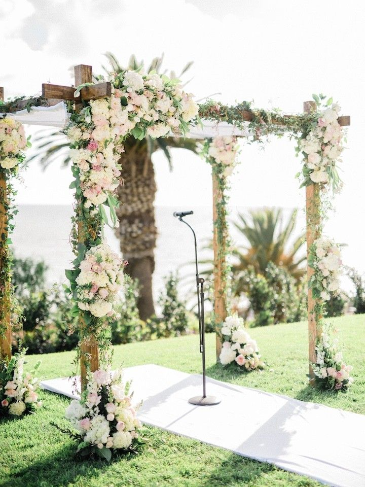 This ceremony alter is romantic, sweet and seriously pretty! Photographer: Honey Honey Photography