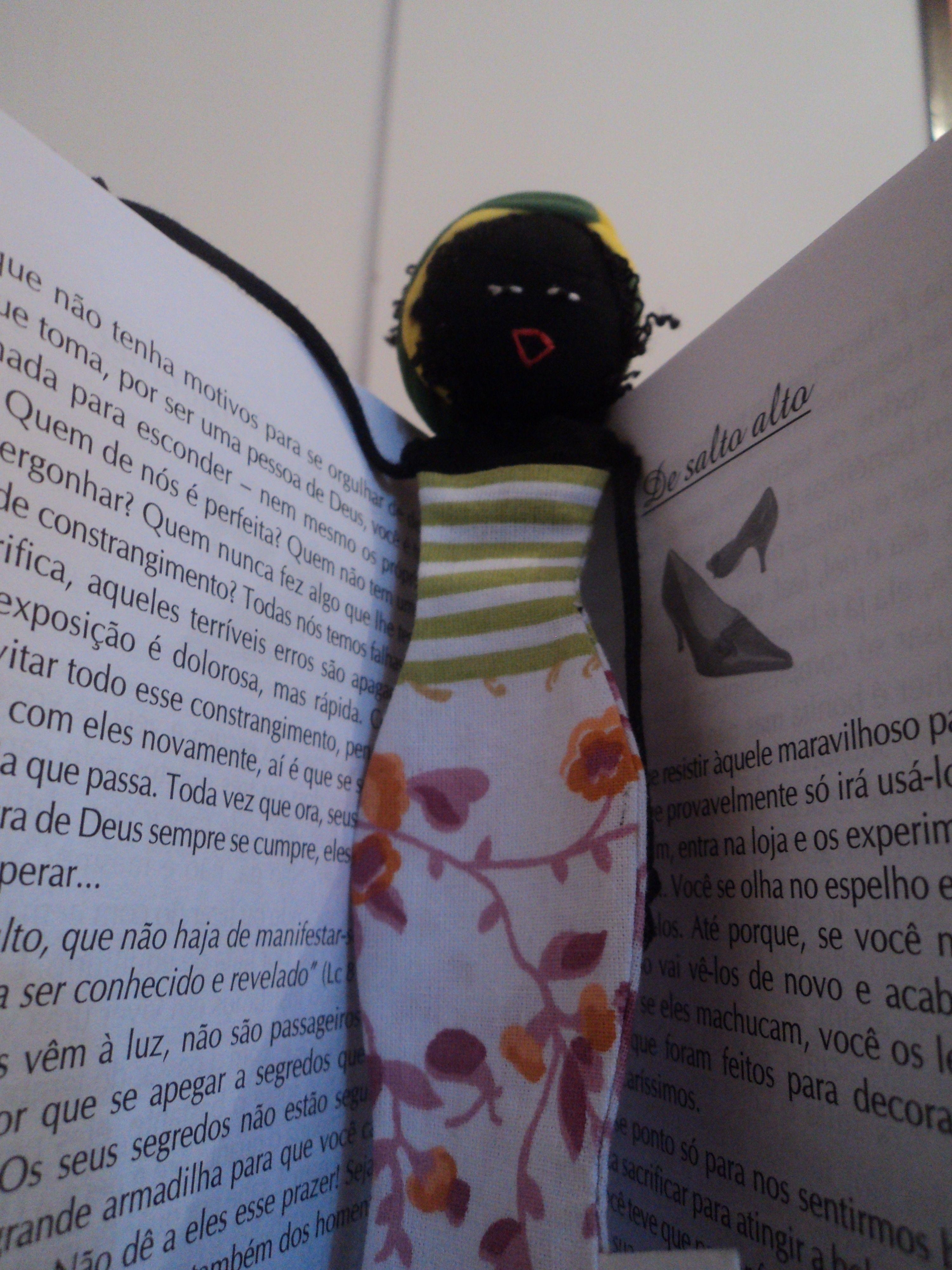 Marca Página Eleassim em tecido. Um novo olhar sobre a estética negra. Ó Pocevê! Artesanato Cultural e Pedagógico www.facebook.com/OPoceve
