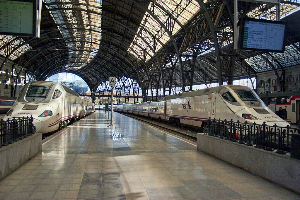 Barcelona Train Station Spain Travel Train Station Barcelona