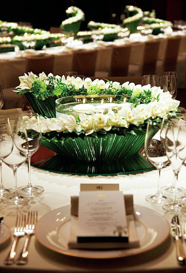 キャンドルをアクセントに 画像あり 5月 結婚式の装花 ゲストテーブル 装花 結婚式 会場装花